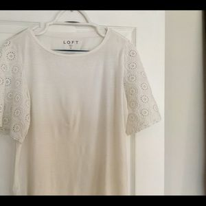 Woman's top with lace short sleeve